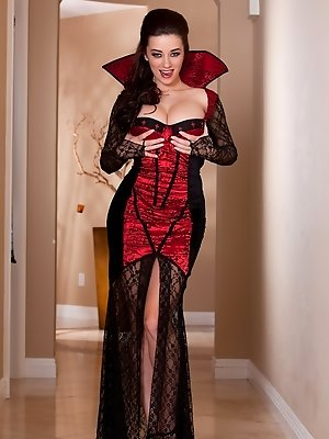 Taylor Vixen is headed to a horny halloween party